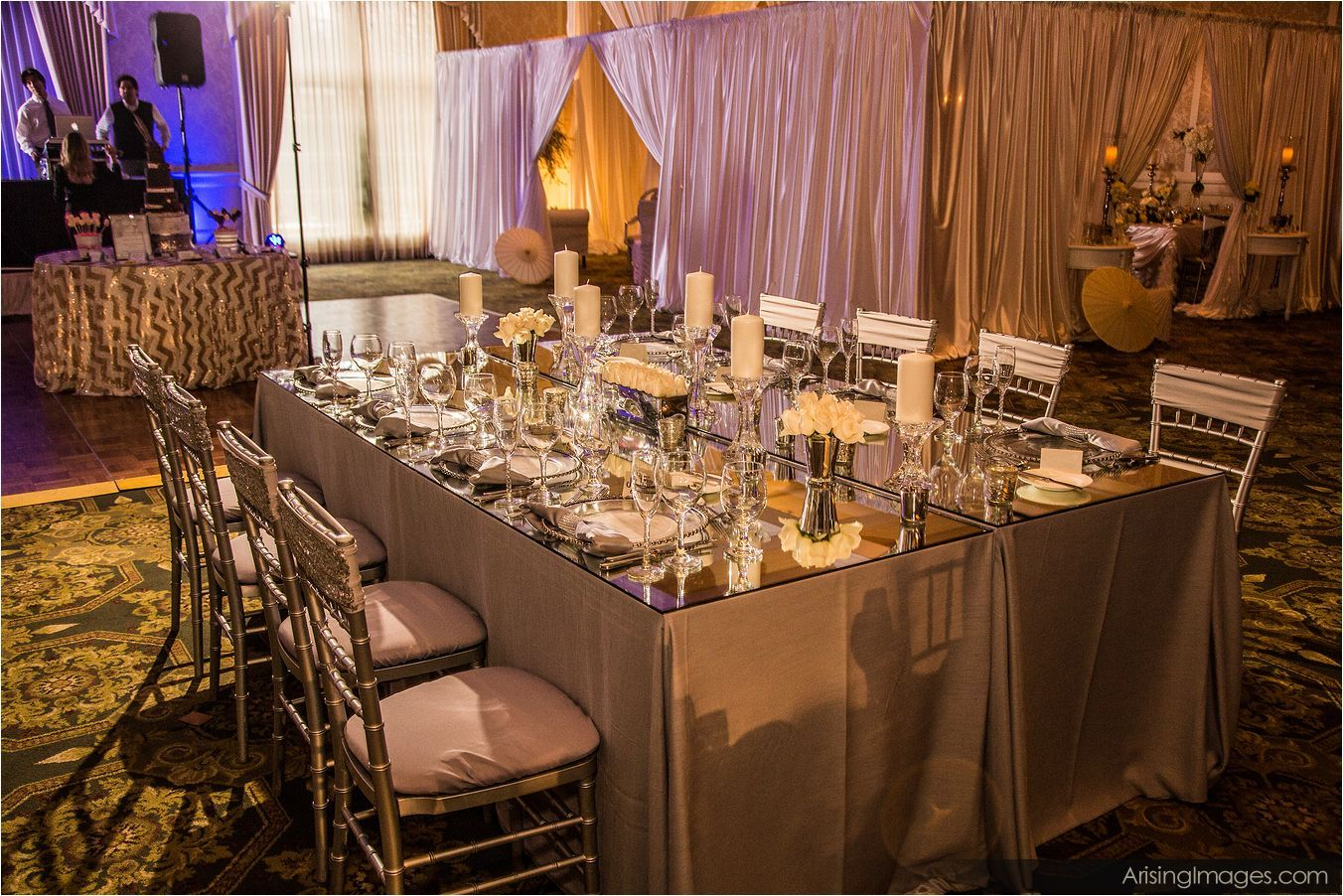 luxeeventlinen_mirroredtable_weddingrental_2